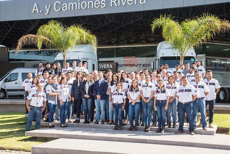 Daimler México entregó a Camiones Rivera la re certificación Evolución Elite