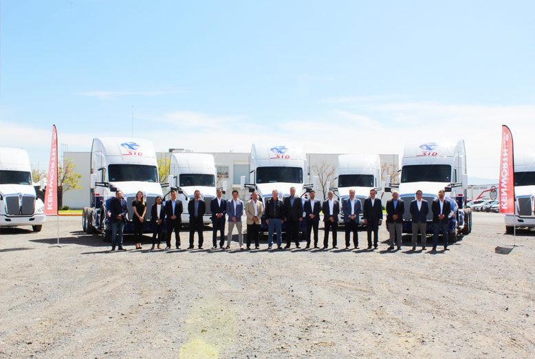 Kenworth Mexicana entregaron 20 tractocamiones a Transportes SUVI