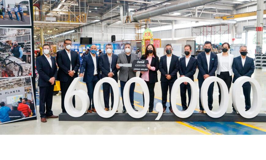 Daimler Truck celebra la producción de su unidad 600 mil en Planta Santiago